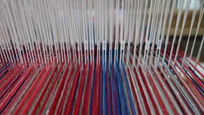 Lisses textiles avec les fils passés dans leur oeillet